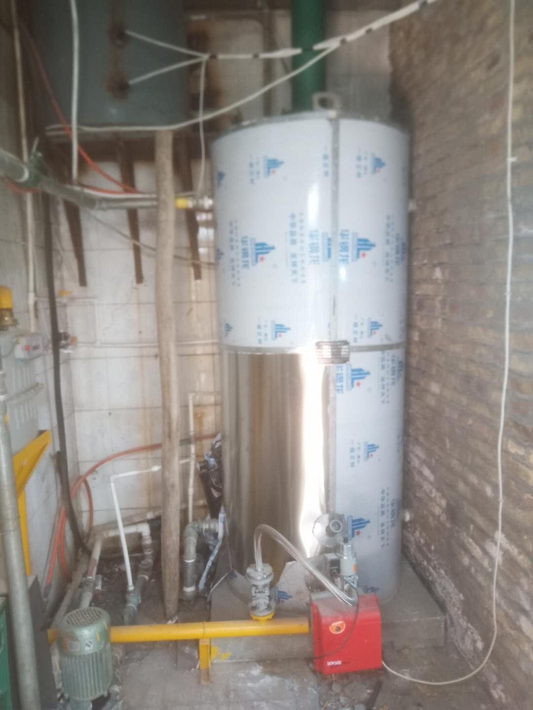 巴州库尔勒西站寿康海绵厂0.24MW燃气常压热水供暖锅炉。